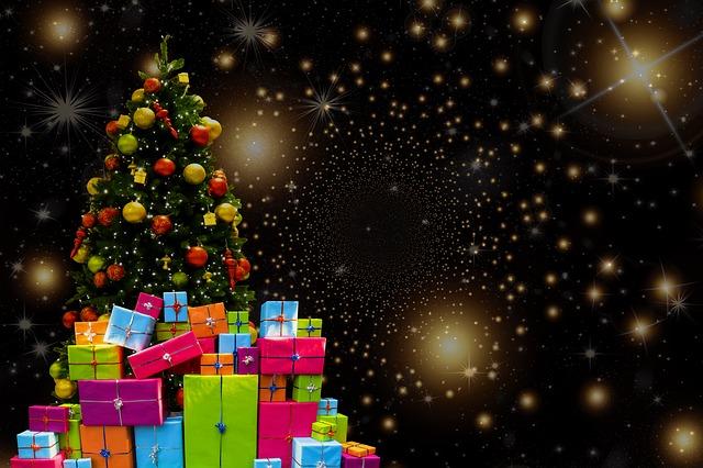 vánoční strom s dárky