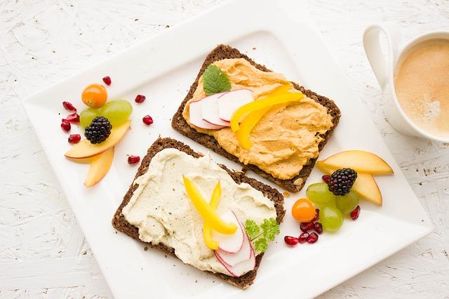 pestrá snídaně