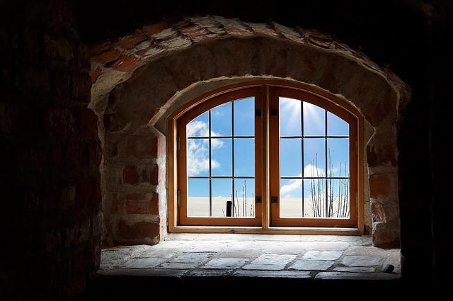 okno ze sklepa