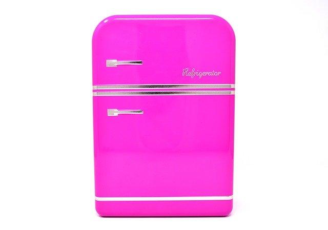 růžová lednice