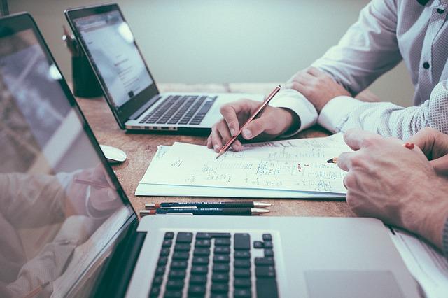 řešení projektu v kanceláři