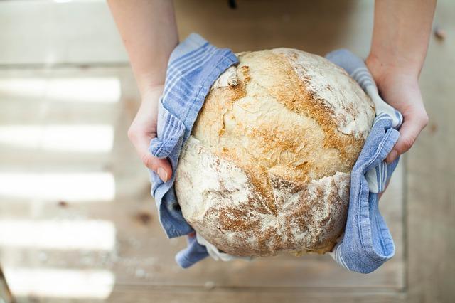 chléb v utěrce